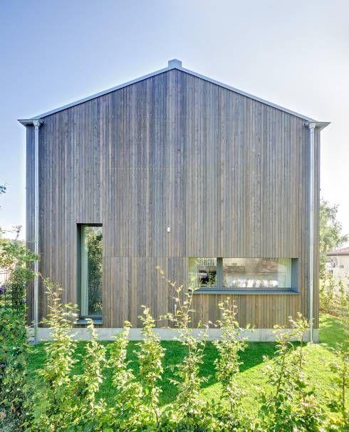 Ferienhaus mit Holzfassade: moderne Häuser von Möhring Architekten
