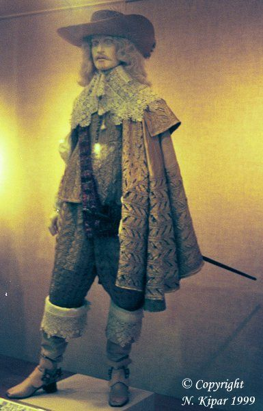 Suit from the 1630s made from yellow silk in a most impressive way of almost weaving and crossing bound strips of silks, see the close-up shots. The suit is in the V museum. Please see the page Surviving Costumes for a better colour photo of the impressive suit, which is copyrighted by the V
