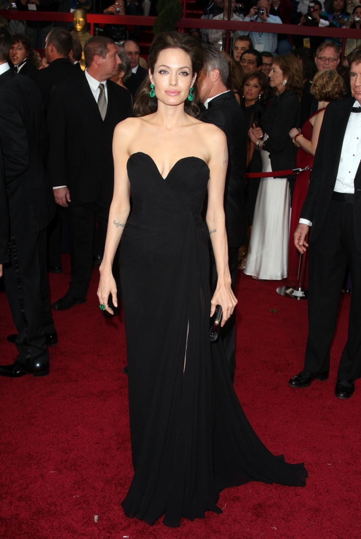 5fe35341e1 Angelina Jolie, 2009 - Photos - Best Oscar dresses of all time in ...