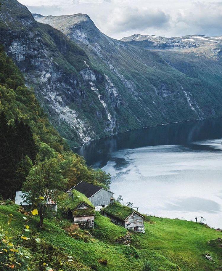 Geirangerfjorden, Norway. Foto IG: @tomclockerphoto