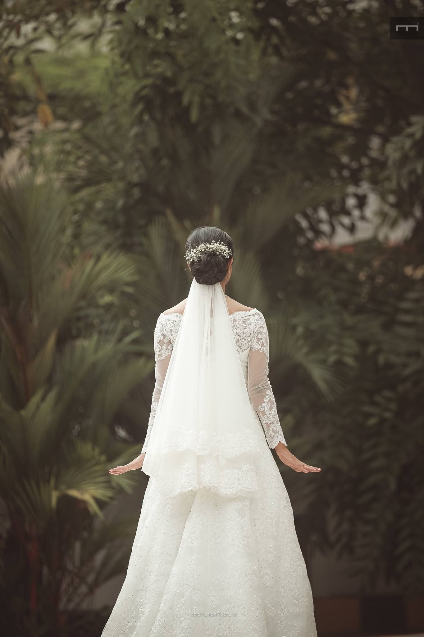 Beach wedding pre shoot  Pin by Noreen Thomas on WeddingHues  Pinterest