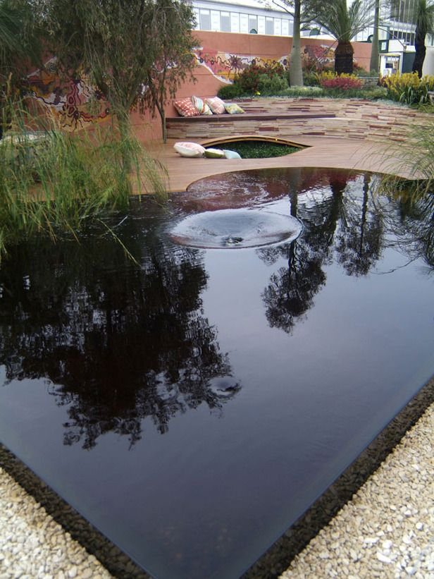Reflective Water Feature The Wet Edge Detail Of This 640 x 480