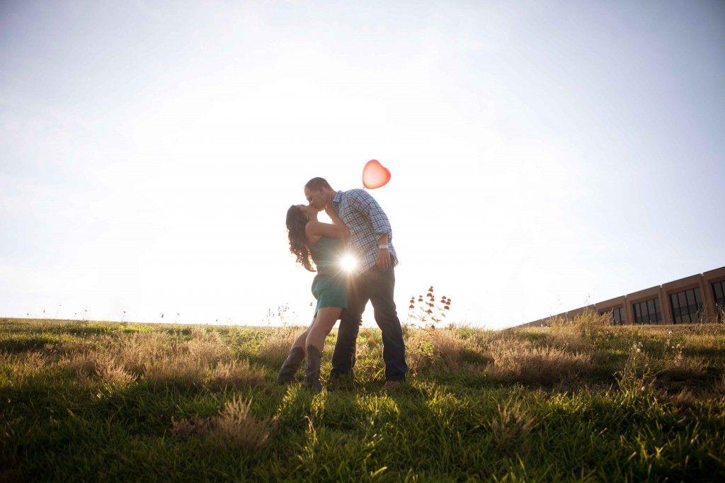 kiss with a heart balloon
