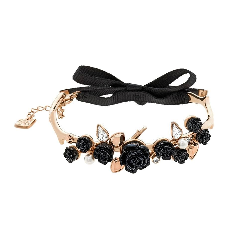 Check out the gorgeous new collection by Swarovski which includes this amazing Sparkling Bouquet bracelet (£99) - there is also a matching statement necklace available in the collection...x