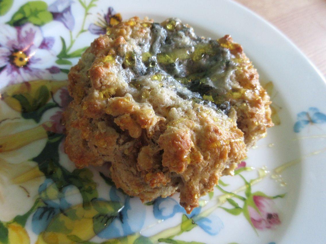 Gorgonzola&Walnut Rock Cake ゴルゴンゾーラとくるみの塩味ロックケーキ。250yen