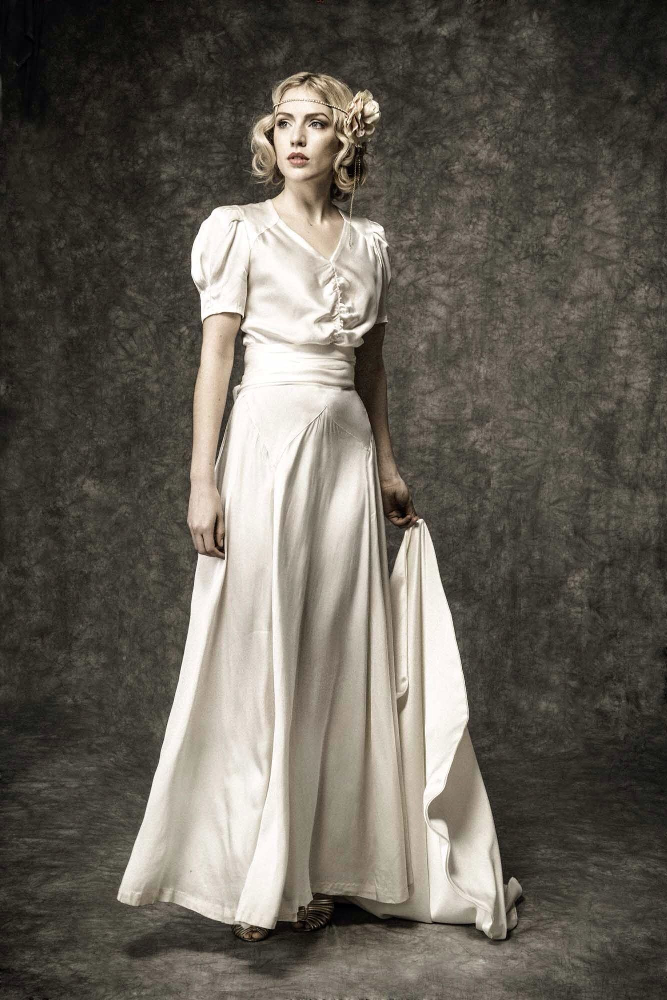 Vintage wedding dresses with sleeves  us ivory satin vintage wedding dress with venetian satin sash