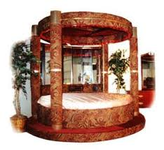 Mirrored Circular Beds Google Search In 2020 Bed Steps Round Beds Glamourous Bedroom