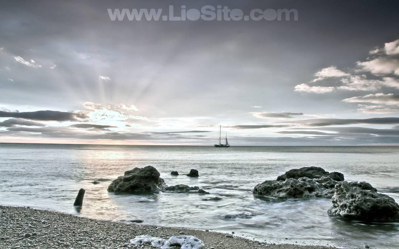 Alexandros Panagulis – Viaggio Viaggio per inesplorate acque su una nave che, come milioni di altre simili, peregrina per oceani e mari su rotte regolari E altre ancora [..]  Una bellssima poesia di Alekos Panagulis. Lui la dedicò al suo amore: Oriana Fallaci.  Ascoltatene la lettura fatta da Lorenzo Pieri: un piacere per l'anima :-)  #Panagulis, #viaggio, #poesia, #Fallaci, #amore, #liosite, #citazioniItaliane, #frasibelle, #ItalianQuotes,
