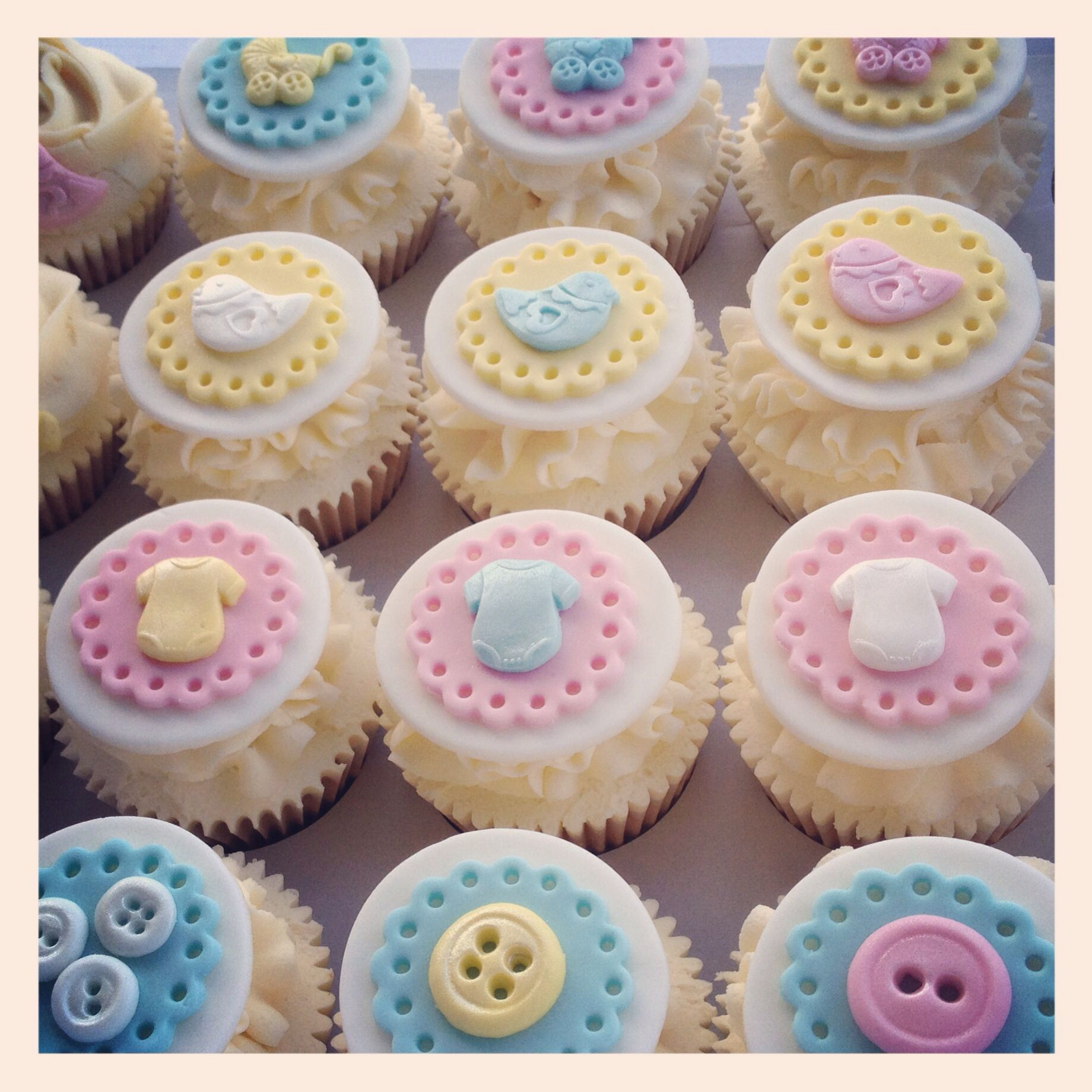Baby Dummies Buttons Cupcakes Pink Blue Babyshower Pregnancy