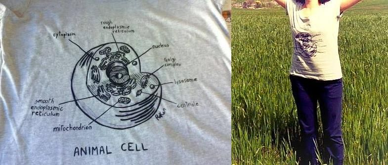 """""""Animal cell"""" detail and worn 95% cotton, 5% viscose Size L (woman) Color: grey melange  This t-shirt is for the artisan herself, but it's possible to make a similar decoration on other t-shirts and top."""