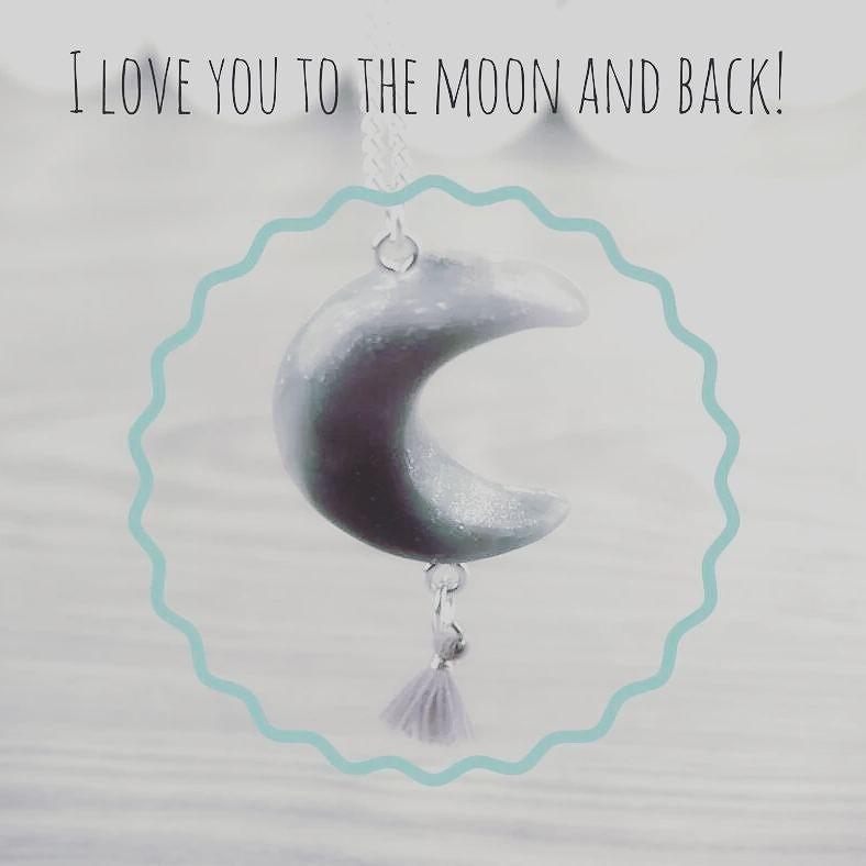 Falls ihr ihn heute nacht vermisst. Keine Panik! Denn ich hab nur kurz den Mond geklaut! #moon #mond #cuteclay #jewelry #bohemia #beautiful #summertime #sun #austria #cute #lovely #cuteness #www.cuteclay.at #worldwideshipping #schmuck #modeschmuck
