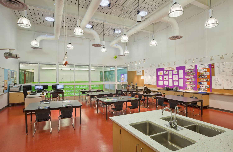 Booker T. Washington Stem - Lab Espais Escolars