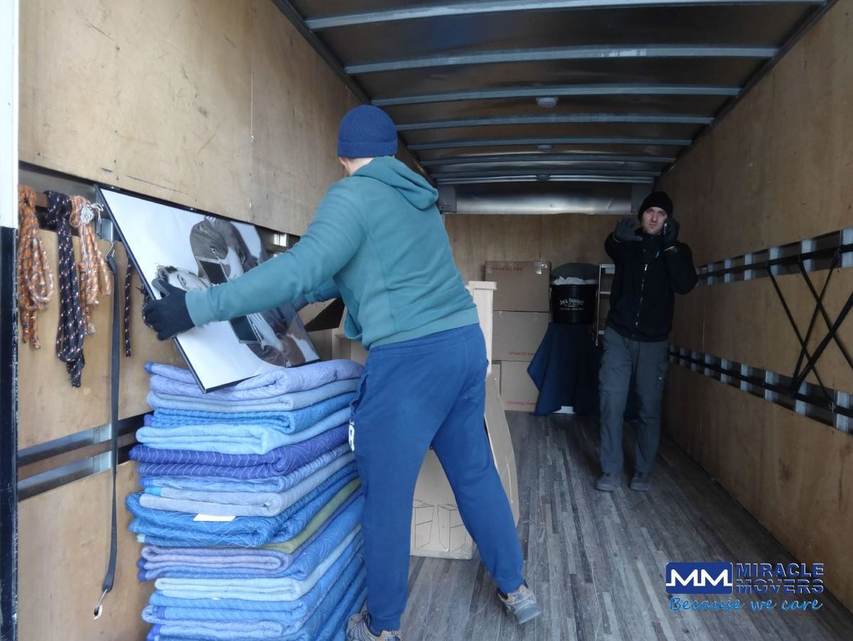 Professional Moving Service In Gta Www Mmovers Ca Moving Movers Toronto Torontomovers Torontomoving Relocati Moving Services Movers Moving Long Distance