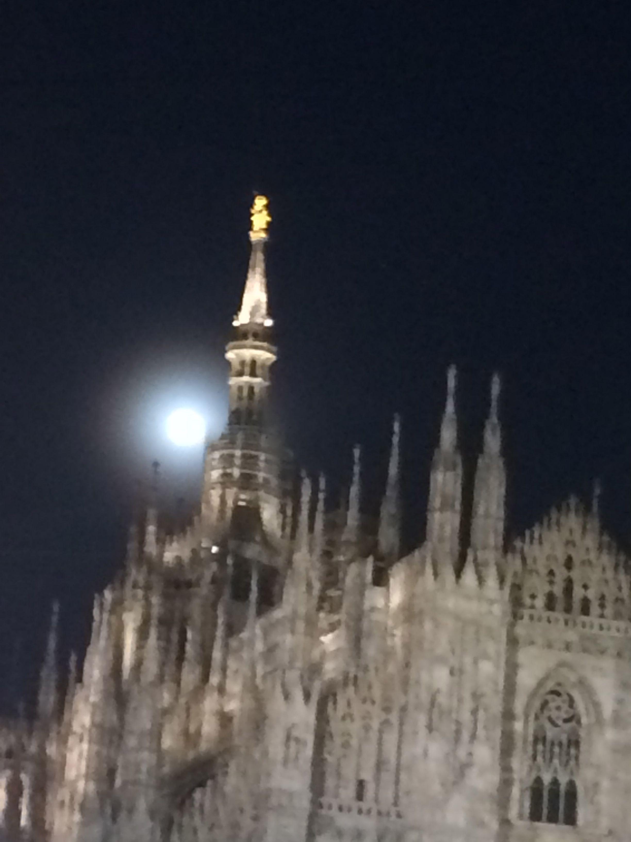 full moon in milan #mybeautifulmilan#ilovemilan#ilovemycity#fullmoon