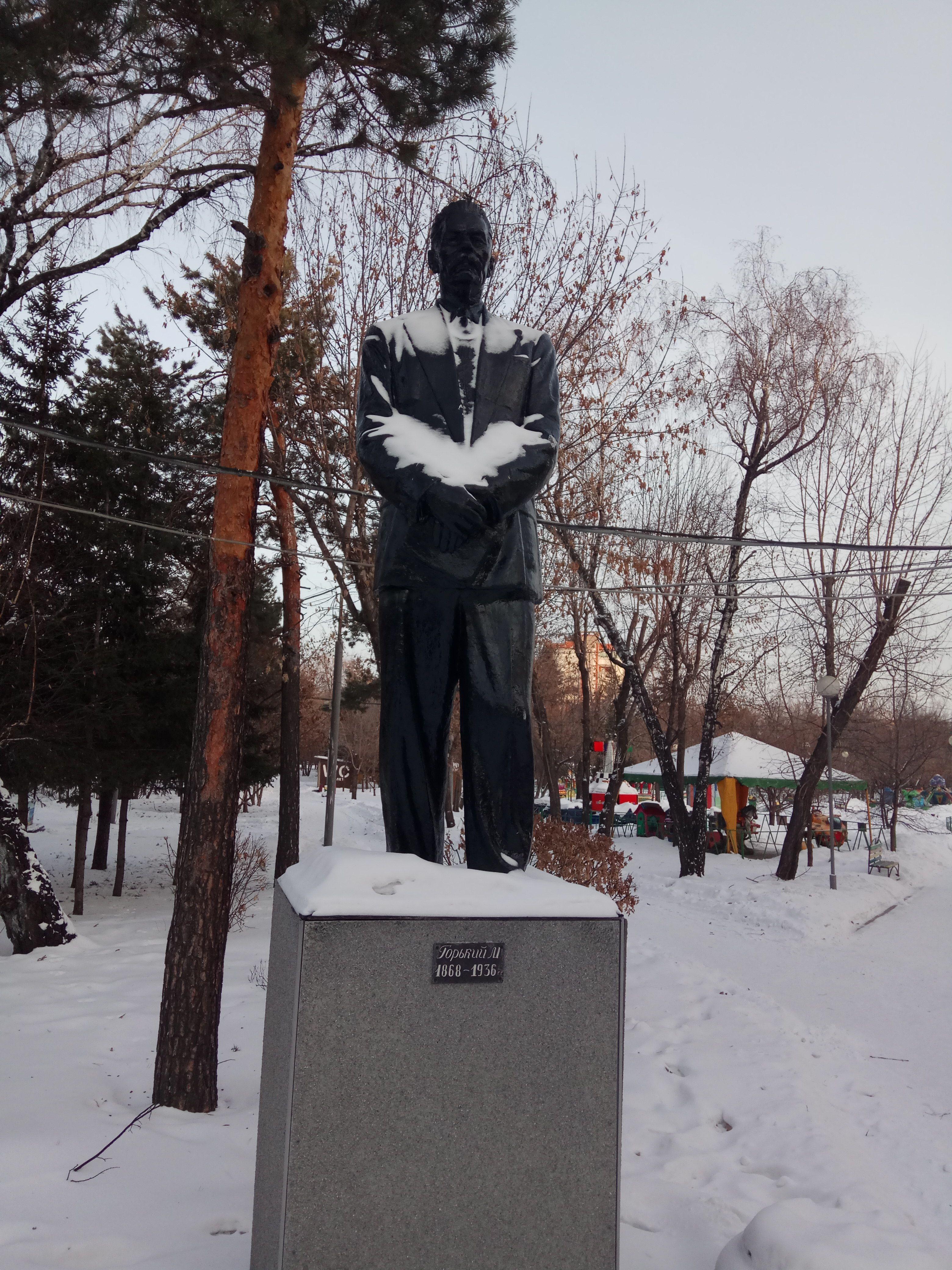 Памятник Максиму Горькому в Красноярске. Центральный парк