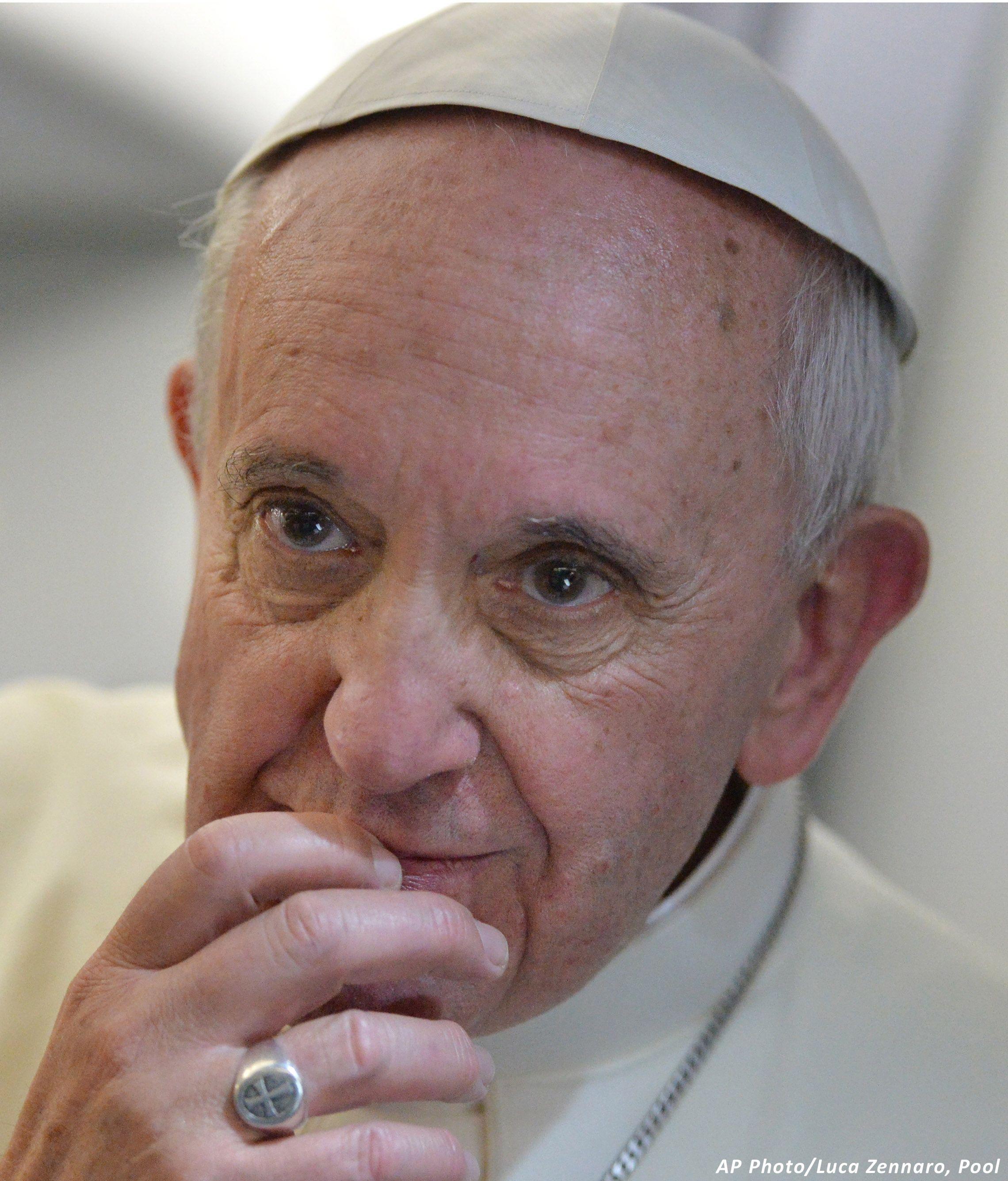 Y el Papa Francisco entró al foso de los leones en http://www.vox.com.mx/2013/07/y-el-papa-francisco-entro-al-foso-de-los-leones/