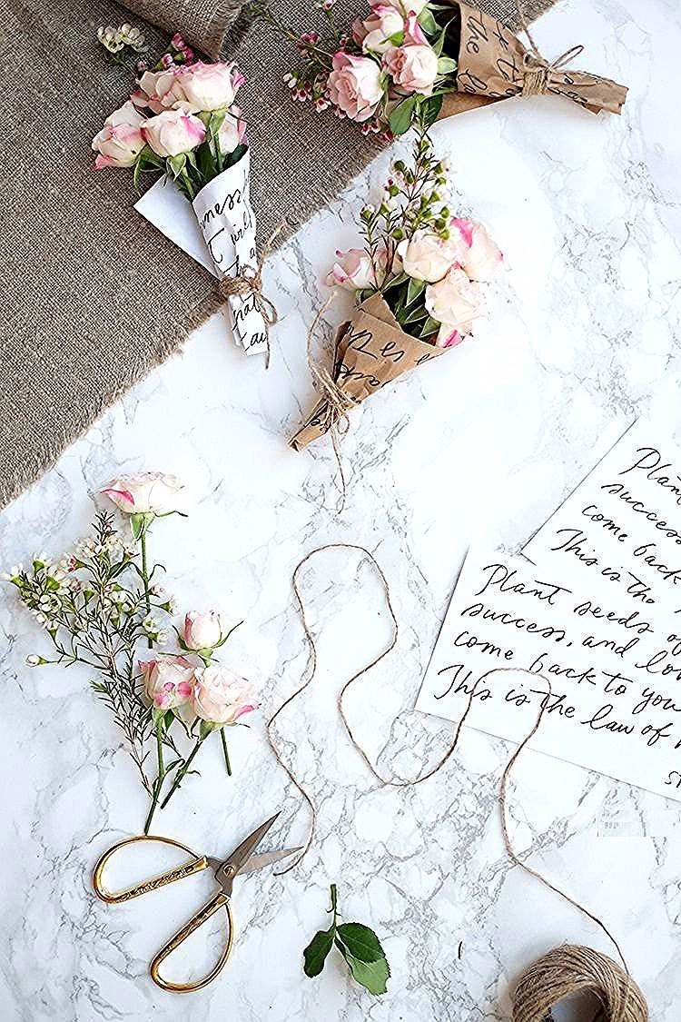 Decorazione Da Tavola Fiori Decorazione Primaverile Fai Da Te Mini Mazzi Di Fiori Il Giorno Che San In 2020 Flowers Bouquet Gift How To Wrap Flowers Flowers Bouquet