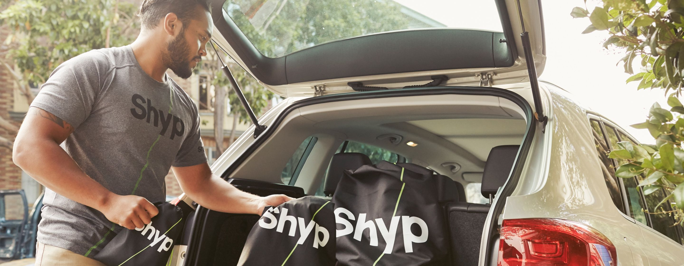 Shyp Couriers are the women and men who arrive at the tap of a button to pick up what you want to send. Apply now to be the hero of Shyp's story.