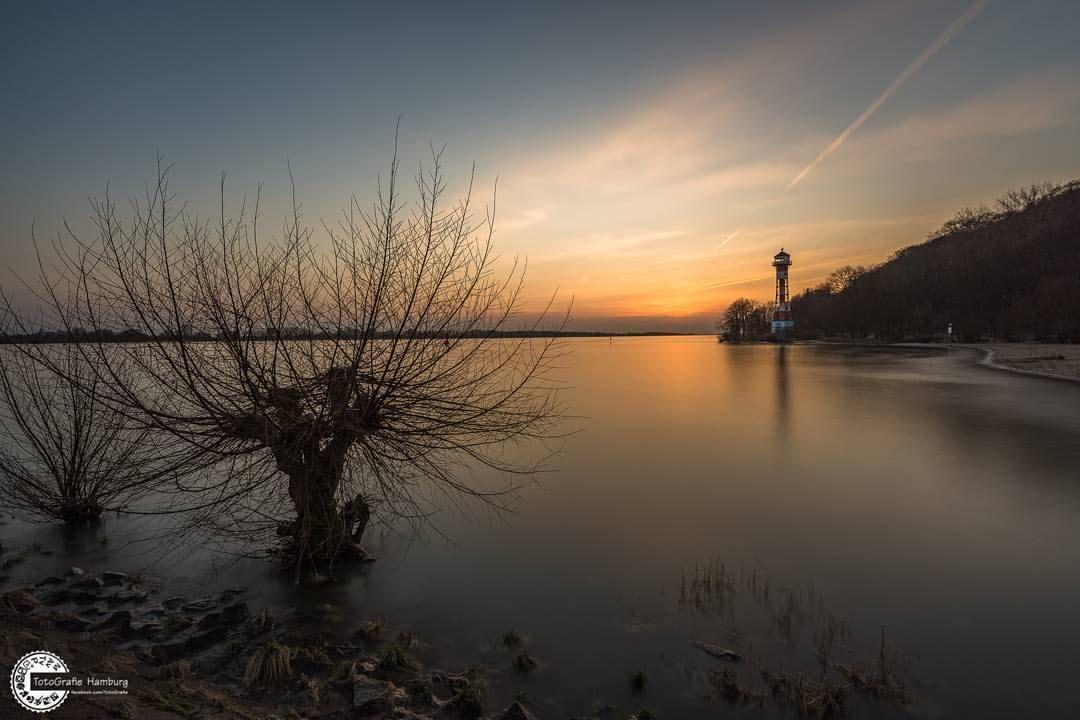 """Gefällt 56 Mal, 3 Kommentare - TotoGrafie Hamburg (@totografie_hamburg) auf Instagram: """"Hamburg Elbstrand  #ship #hamburg #Elbe #hafenschlepper #lights #watercolor #water #photography…"""""""