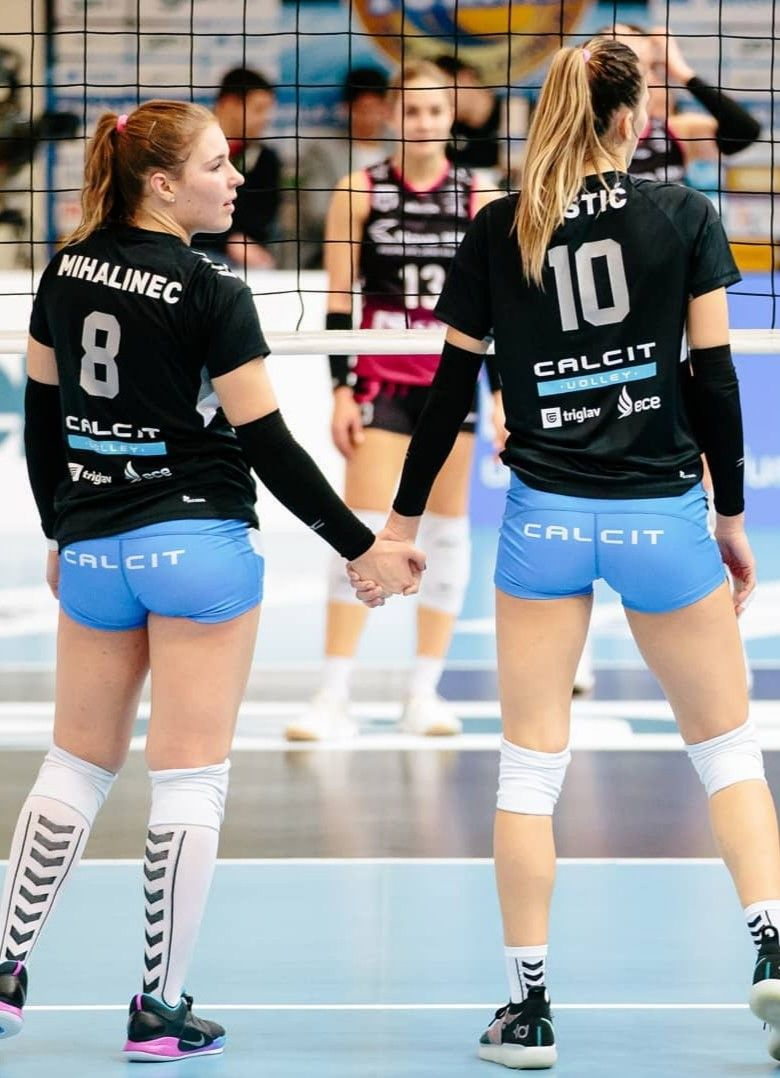 Pin By Juan Martinez On Volleyball With Images Female Volleyball Players Volleyball Players Volleyball