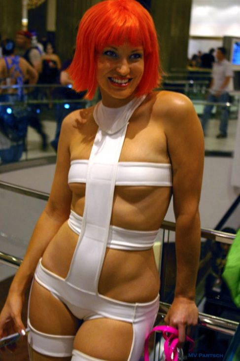 Girl off fifth element nude, nude women hanging
