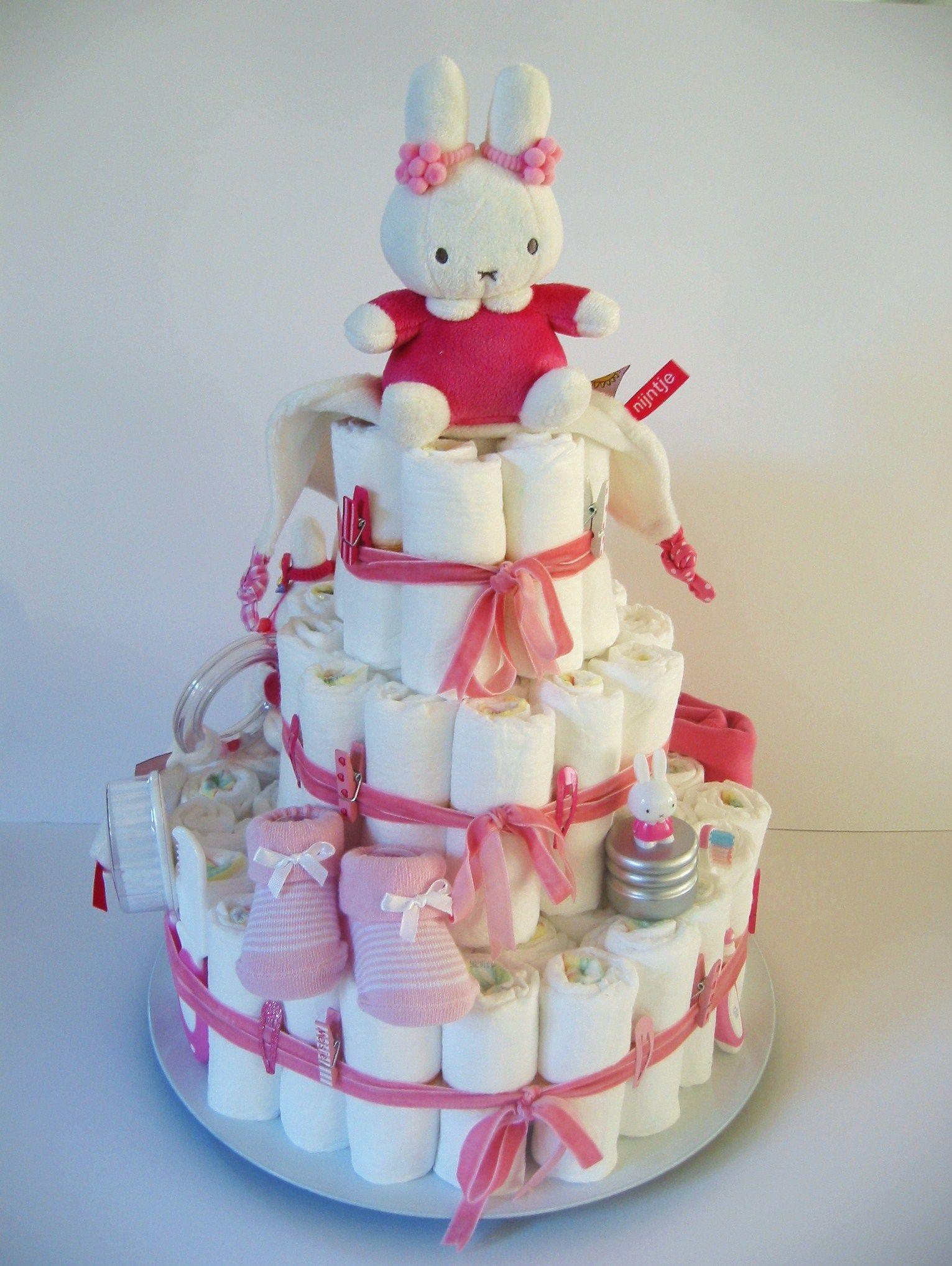 Luiertaart van pampers babykaarten cadeau en couches - Couche naissance pampers ...