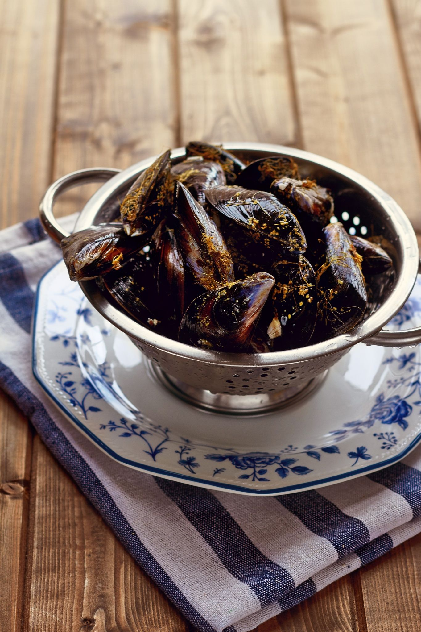 Mussels by Helena Krol on 500px #foodphotographer #food #foodphotography #grill #marisco #mejillones #mejillonesalamarinera #mussles #prawn #seafood