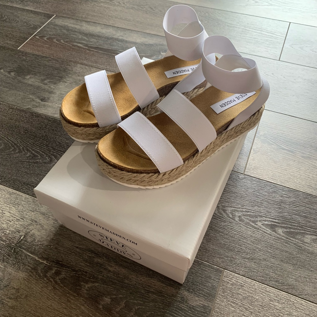 Steve madden, White sandals outfit