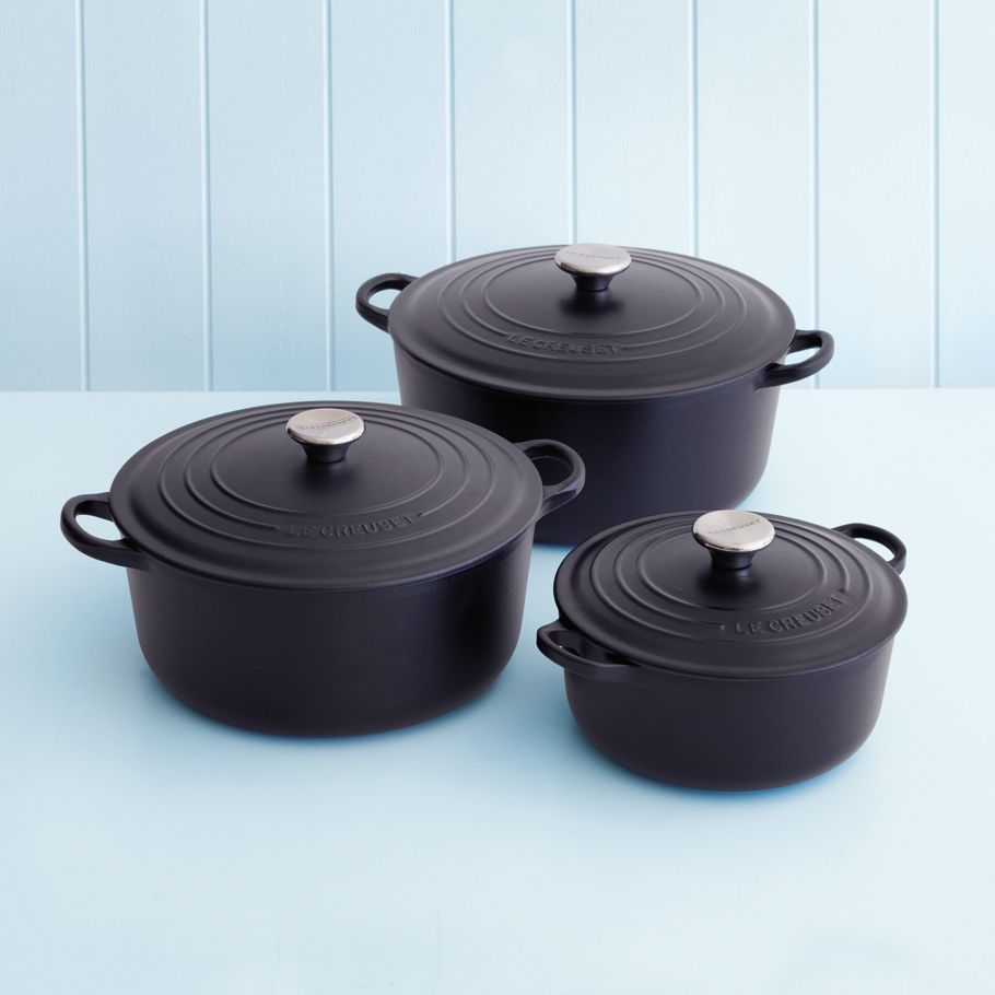 le creuset 20cm casserole in satin black kitchen decoration