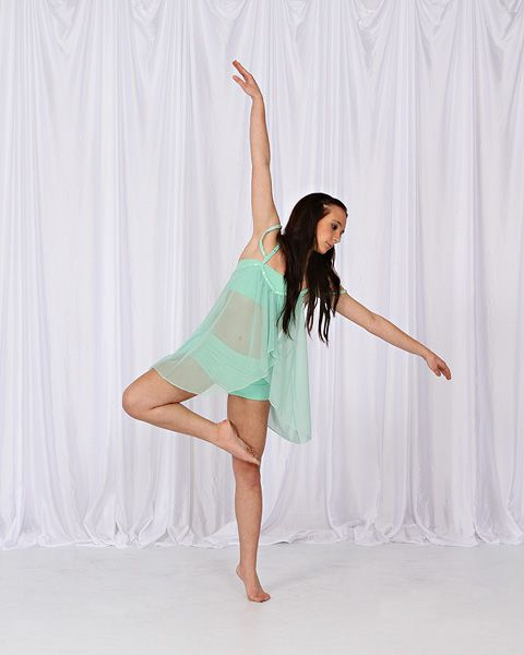 Dance Studio Sports School Portrait And Yearbook Photographer In Orange County Ca Photographic Ren Dance Poses Dance Photography Poses Dance Picture Poses