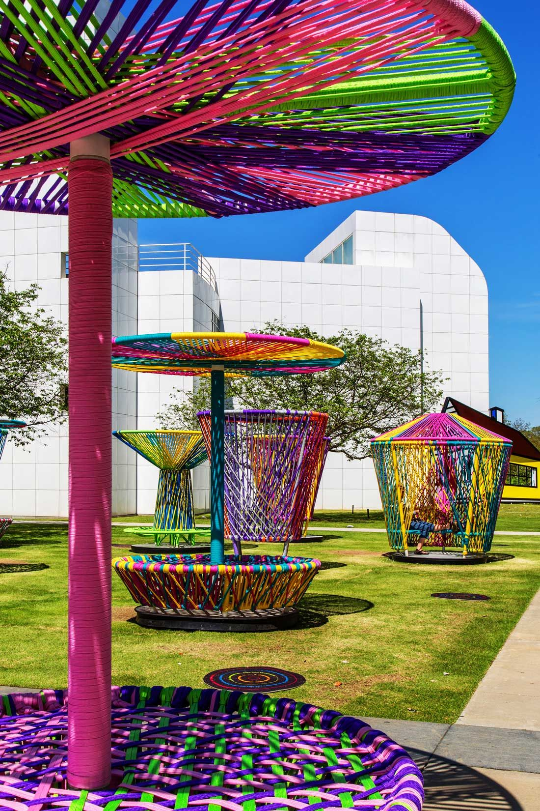 Los trompos interactive design installation by h ctor for Jardin infantil serrano 78