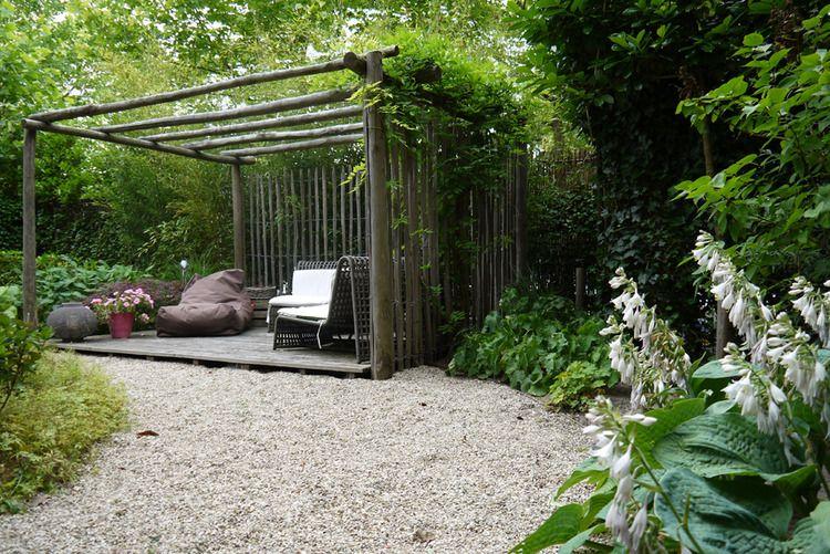 Tuin met besloten karakter grind tuin pinterest tuin zithoek en met - Hoe om een e b e bpergola te bedekken ...