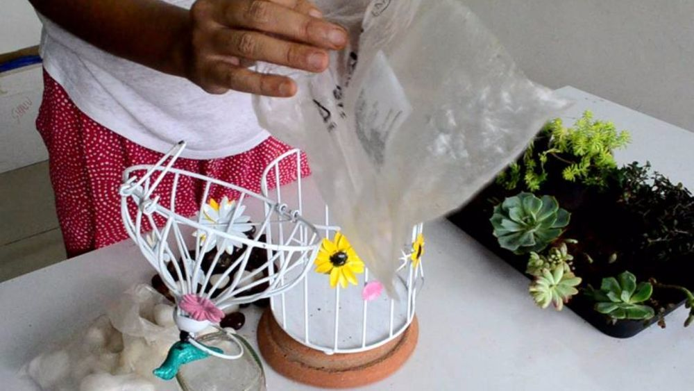 Every weekend I try to engage myself in fun gardening projects with basically anything that's lying around in the house.  I wanted to transform a birdcage into…