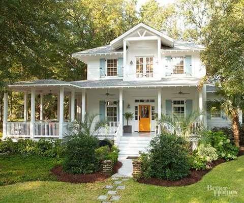 Haus mit Veranda im Wald | Dream Home | Pinterest | Verandas, Haus ...