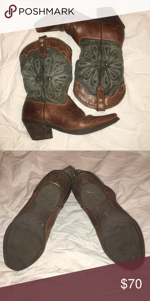 1883954361 Ariat boots Gently used. One bead missing from inner side of left boot as  pictured (upside down boot in image). Otherwise in very good condition.  Size 6B.