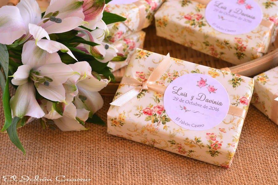 Detalles de boda romántica, jabones florales. Consultas y encargos: eljaboncasero@gmail.com