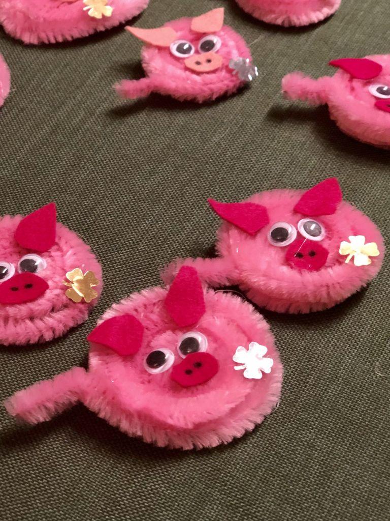 Glücksschweine aus Pfeifenputzer für Silvester und Neujahr