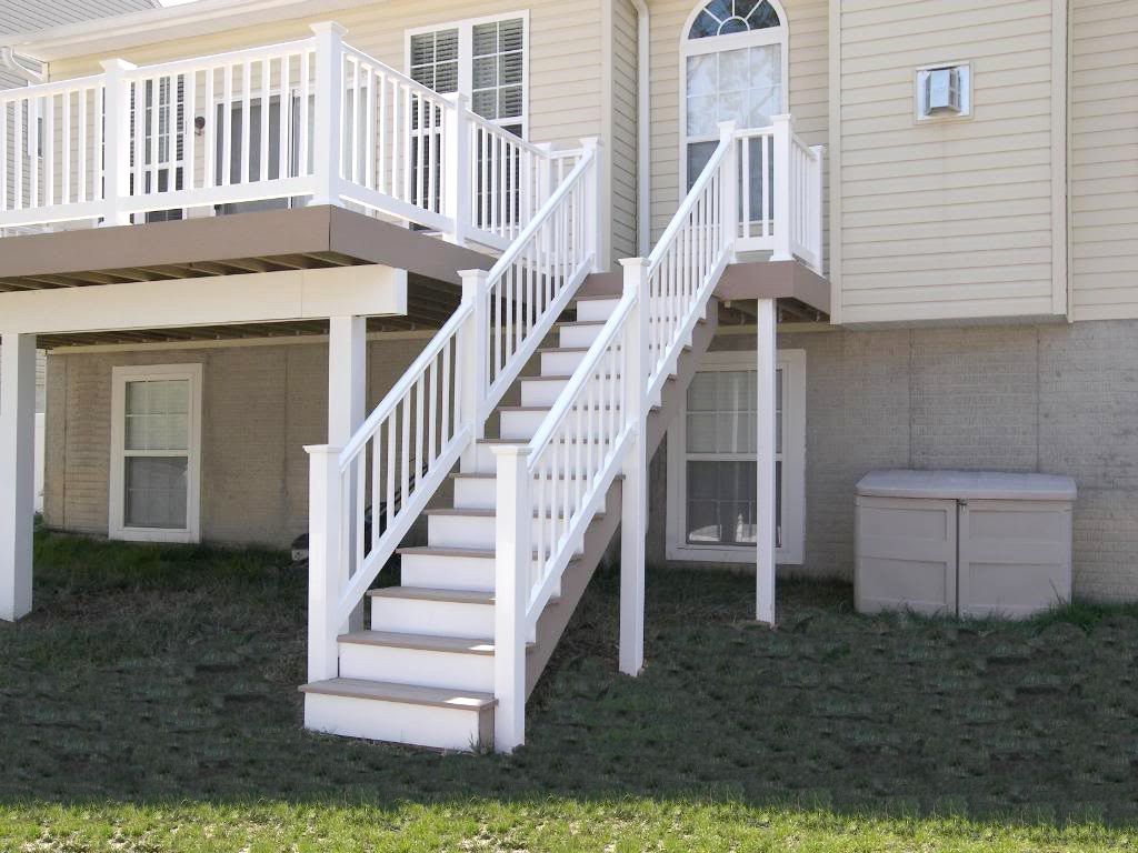 Best Azek Brownstone And White Straight Deck Staircase And 640 x 480