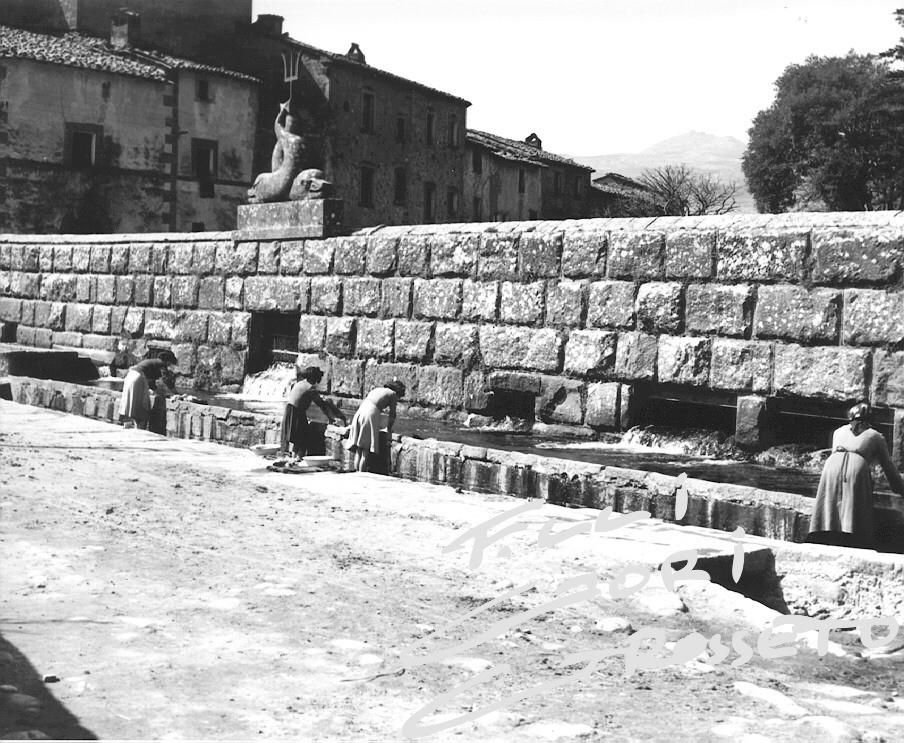 Italian Vintage Photographs ~ #Italy #Italian #vintage #photographs #family #history #culture ~ La Peschiera di Santa Fiora nel 1952  archivio fratelli Gori