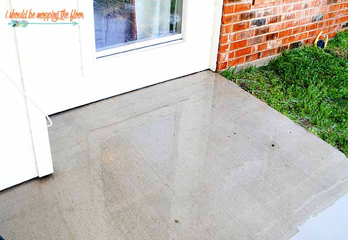 how to clean concrete patio with bleach