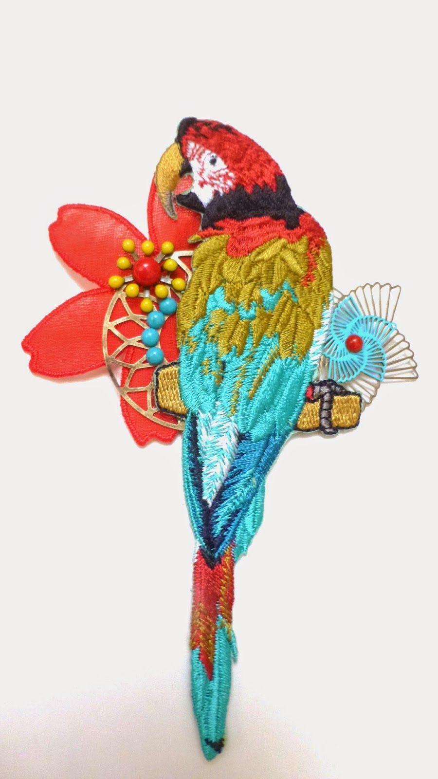 Broche perroquet Brésil à partir d'un écusson / Parrot brooch Brazil