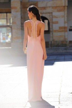 Vestido invitada largo de fiesta rosa palo con escote en la espalda ...