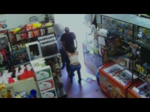Witnesses Walk Right Past Man Kidnapping A Woman Inside A Store http://ift.tt/2dJTutS