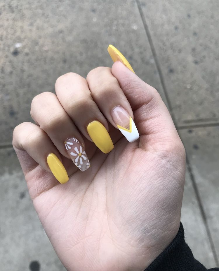 Yellow And White With Flower Nails Nail Nails Nailart Naildesign Spring Yellow White Flower Flower White Glitter Nails Homecoming Nails Yellow Nails