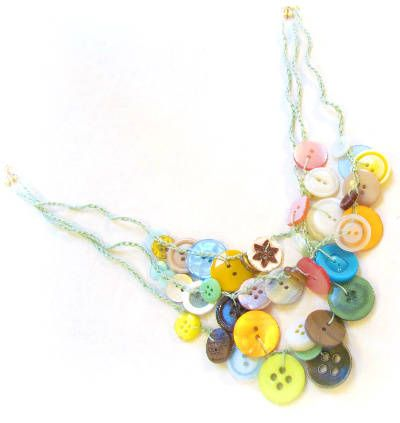 Buttons on a Chain, free tutorial via Two Butterflies