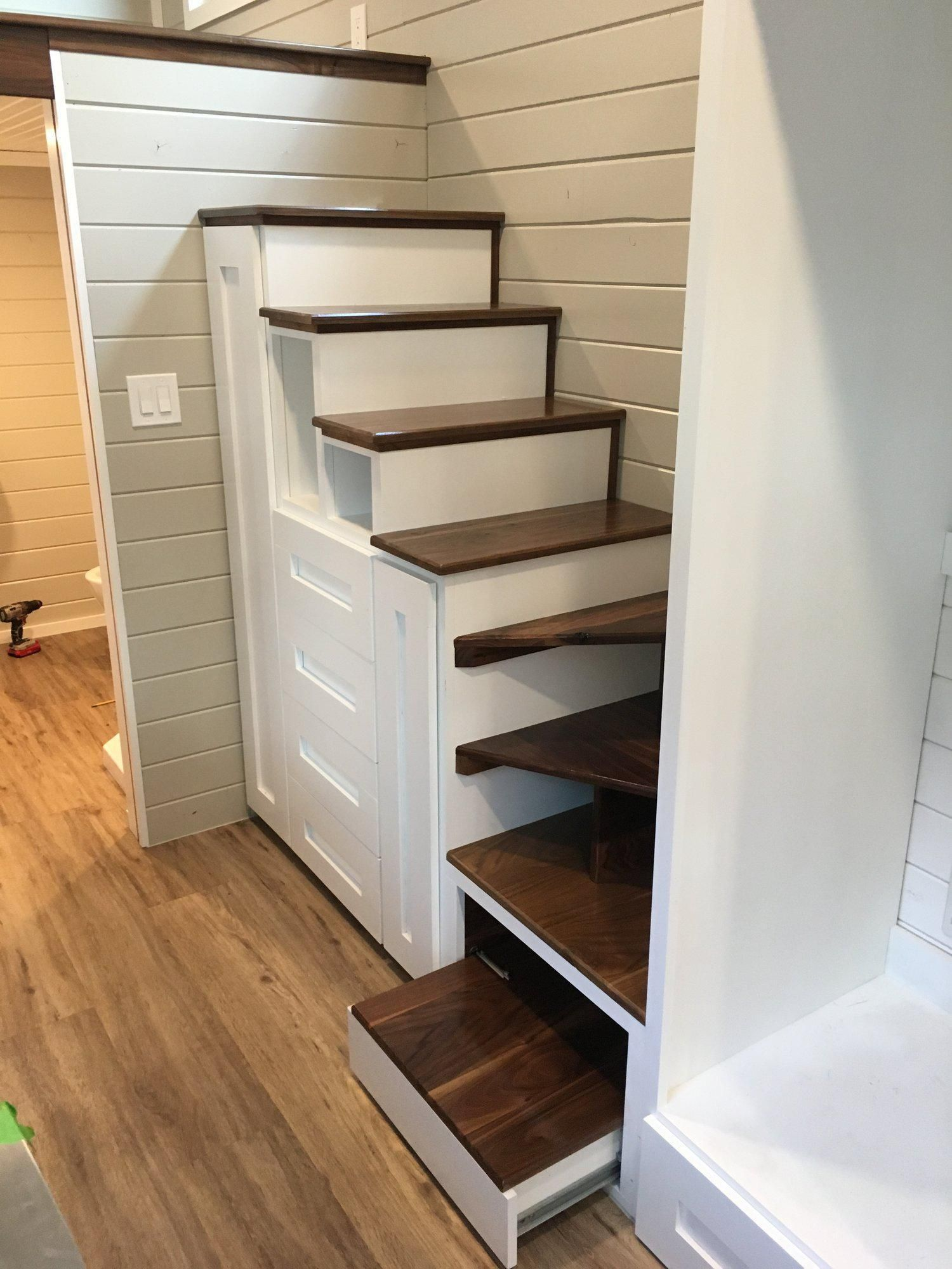 30' Tiny House with King Size Bed Loft Tiny house