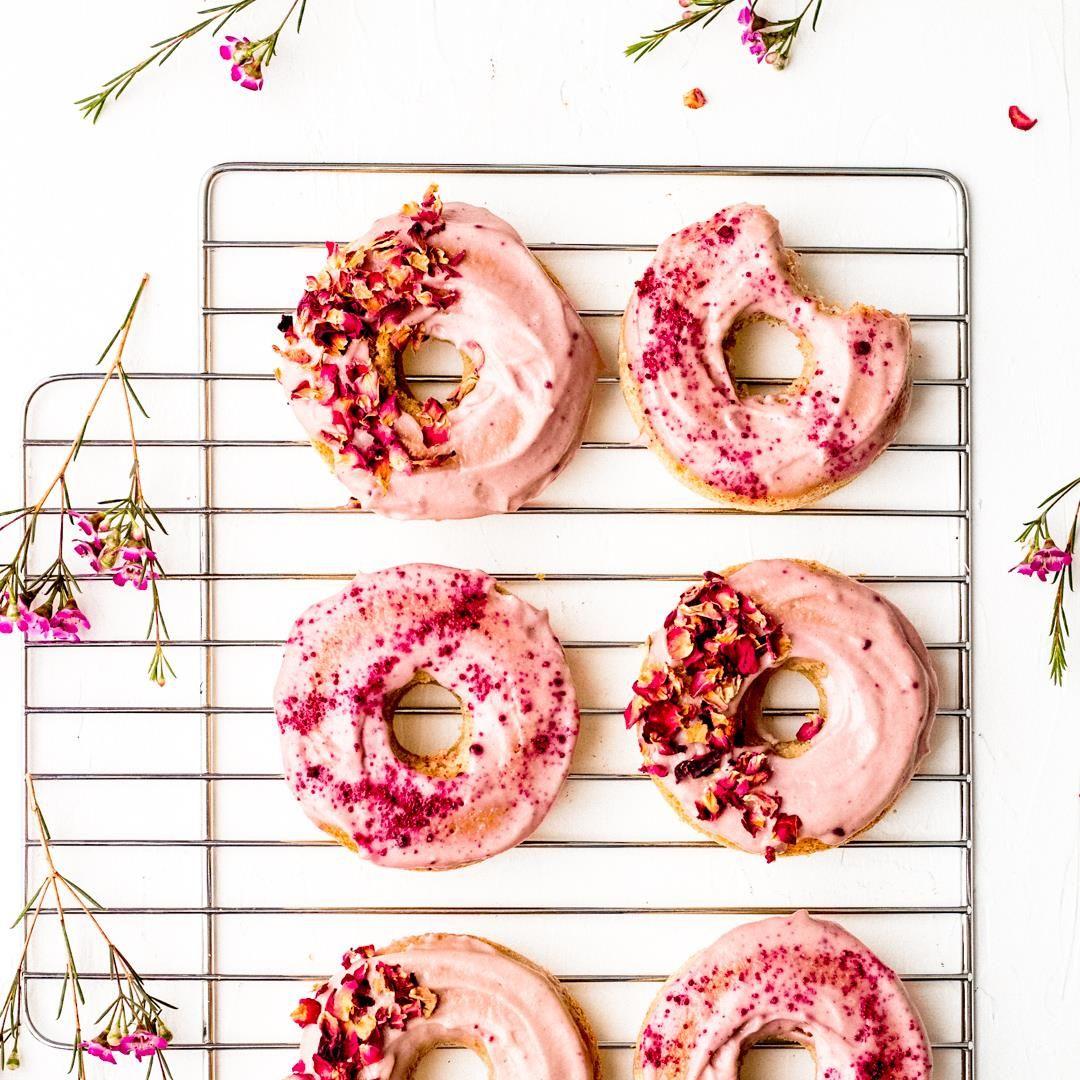 Pink Vegan Donuts With Cashew Cream Frosting By Sproutingzen Bestoffoodporn Oil Free Vegan Vegan Cake