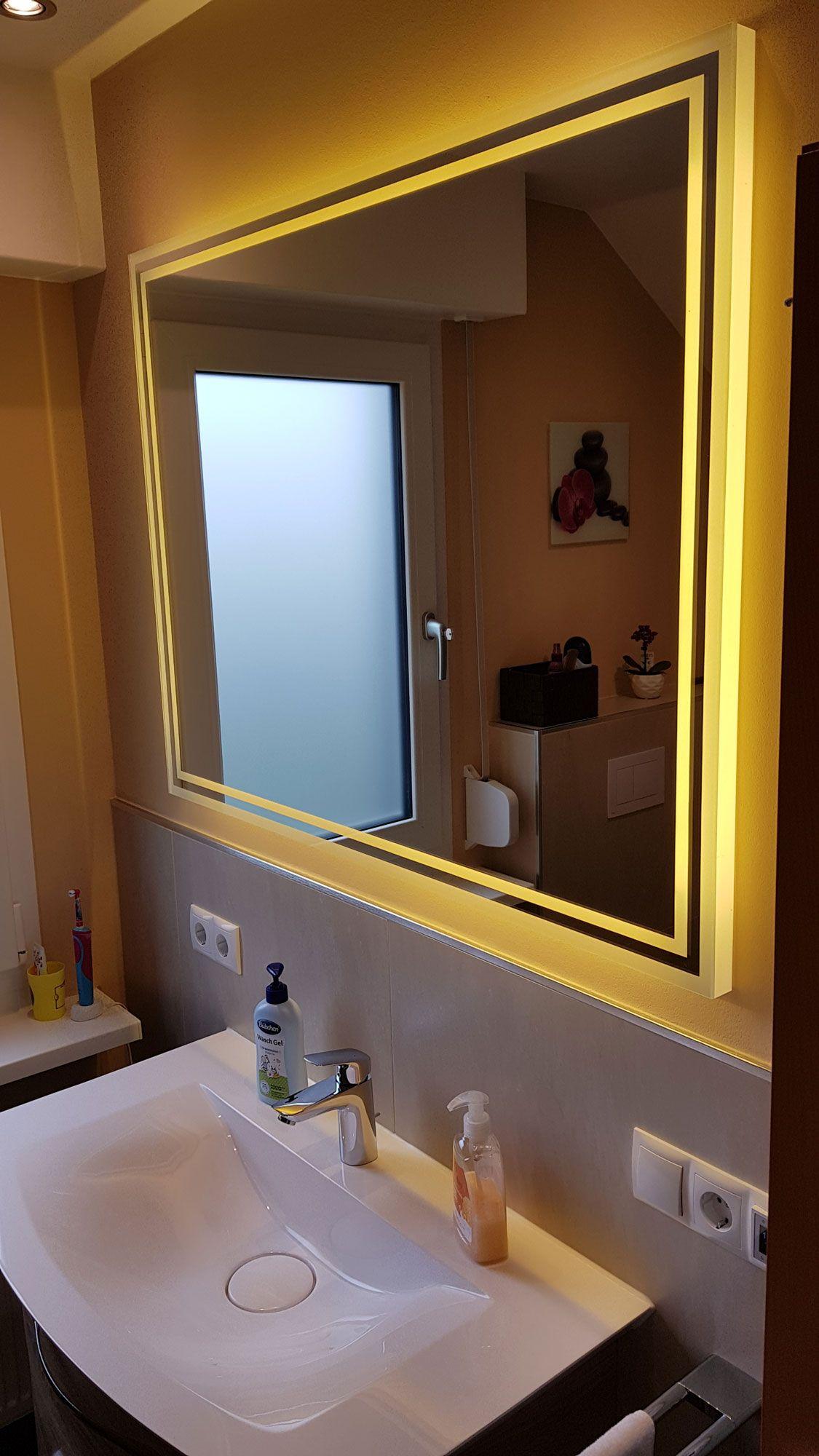 Badspiegel Aramos Ist Ein Tv Spiegel Mit Beleuchtung Badspiegel Spiegel Mit Beleuchtung Badezimmerspiegel