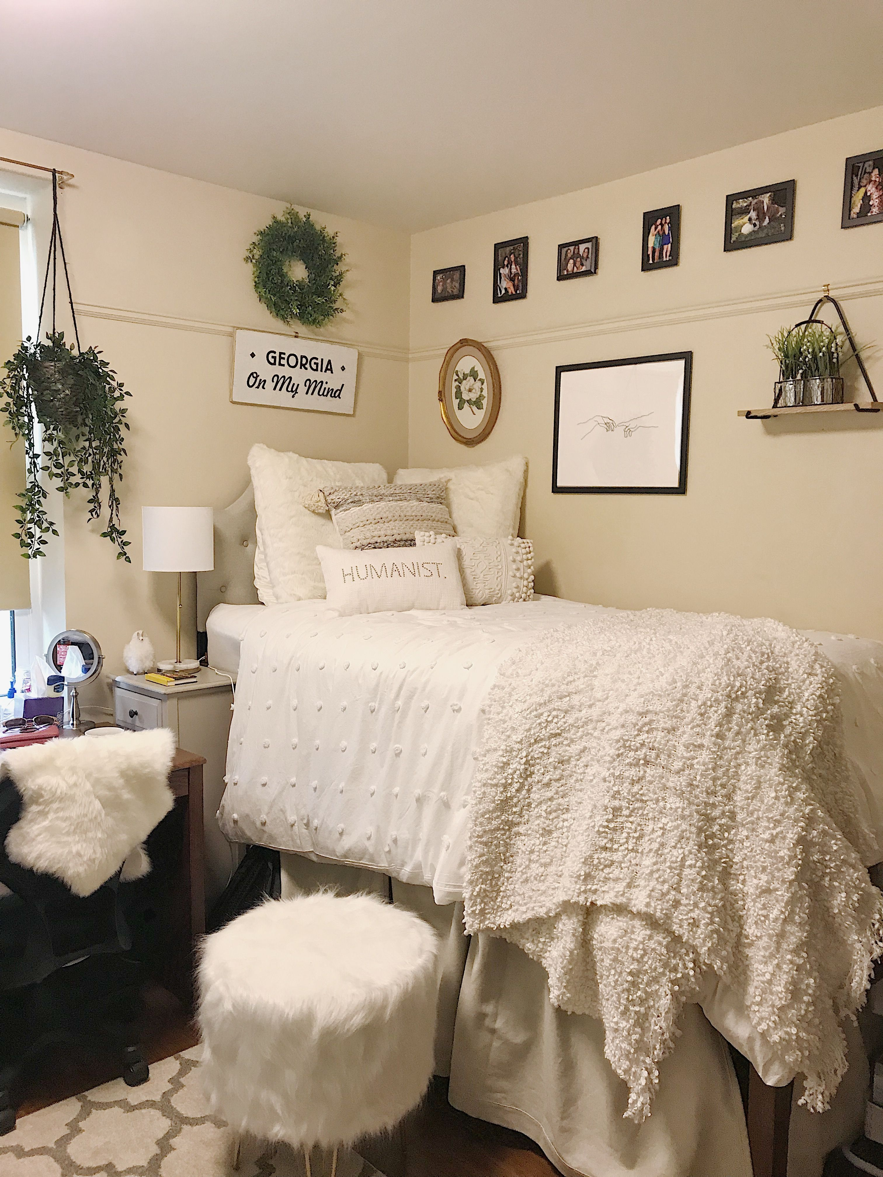 Minimal, white, clean, aesthetic dorm room ideas College ...
