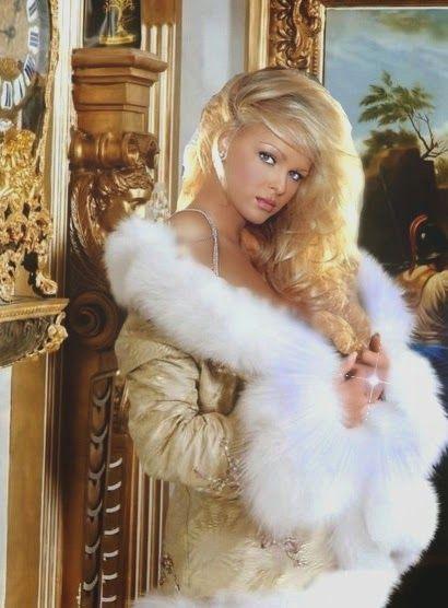 Blond Hottie Solo Fun